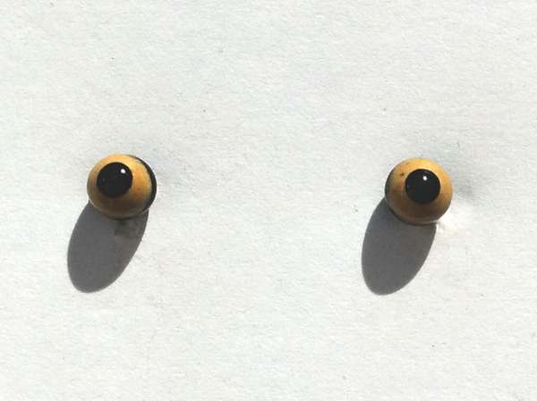 Beige on black. 4 mm