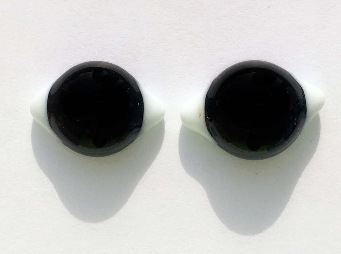 Glass eyes black and white. 23x16 mm
