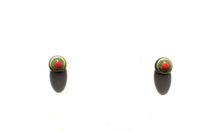 Red on green. 4 mm.