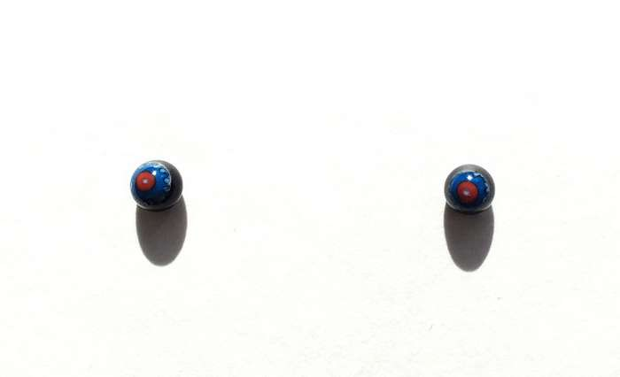 Red on blue. 4 mm.