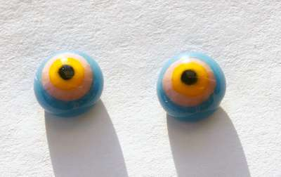 Yellow whit pink around on blue. 10 mm