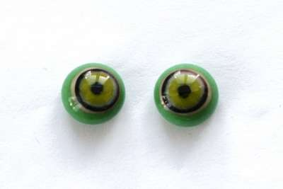 Green on green, crackle. 11 mm