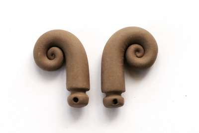 Twisted horns. 26-29 mm.
