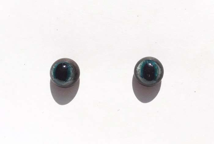 Grey-blue. 10 mm