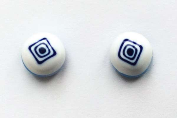 Square on white. 9 mm