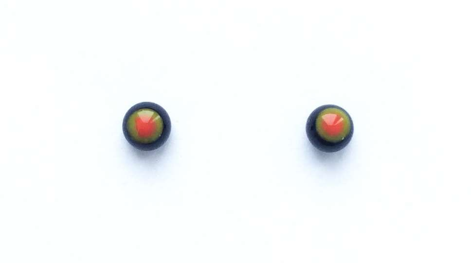 Black, red, green. 4 mm