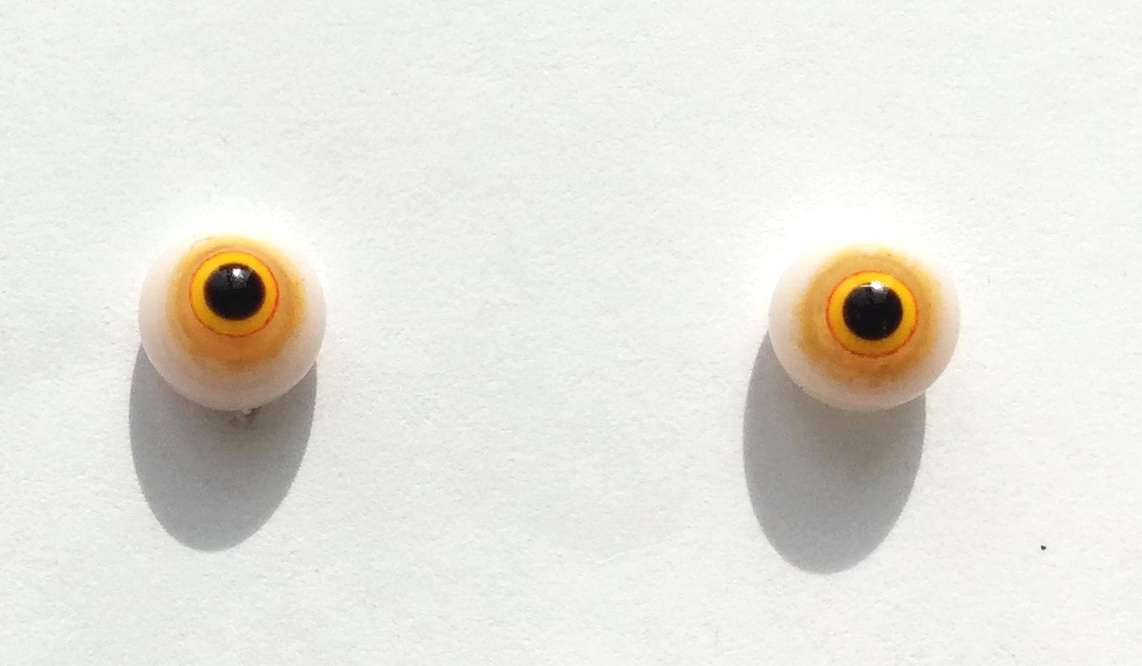 Yellow brown on white. 7 mm